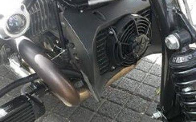 extra cooling door extra cool fan op blok bmw motorfiets